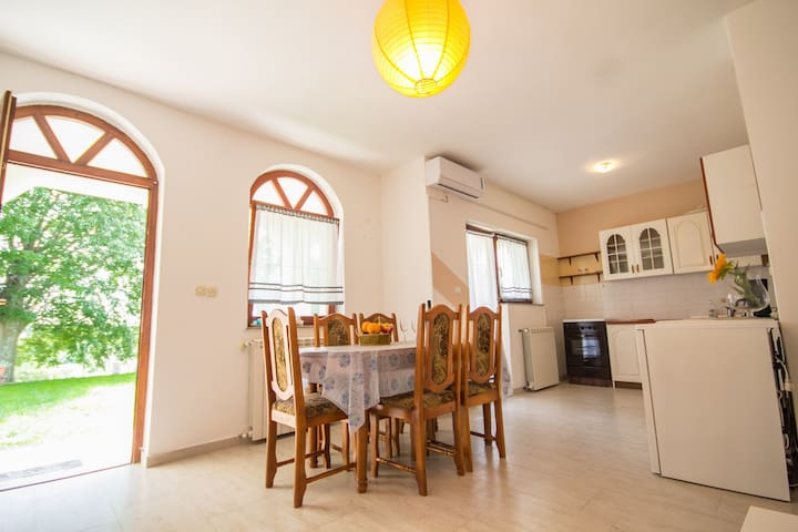 Mudric3 APARTMENT for 4+2 person - ยูแมก