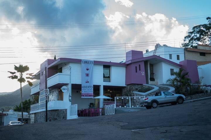 Casa Violeta/hostal/cuarto compartido/minimalista