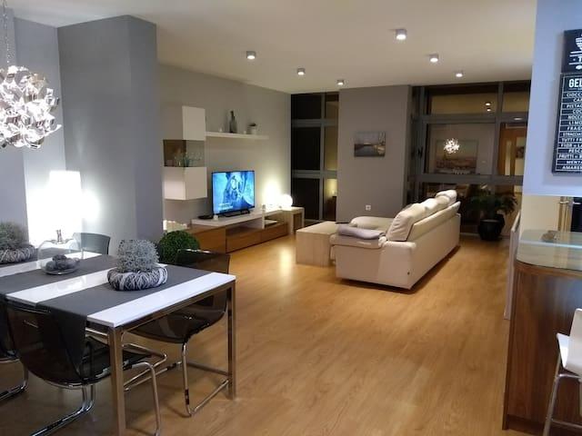 Amplio y confortable living-room.