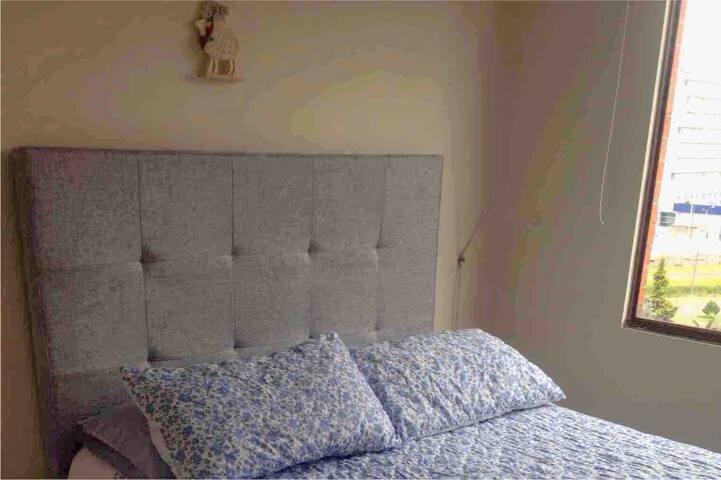 Habitación acogedora en apartamento bien ubicado