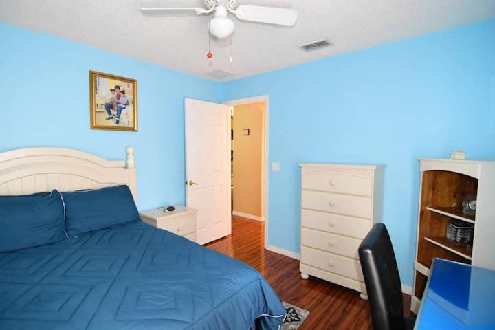 Beautiful blue  bedroom home near Disney.
