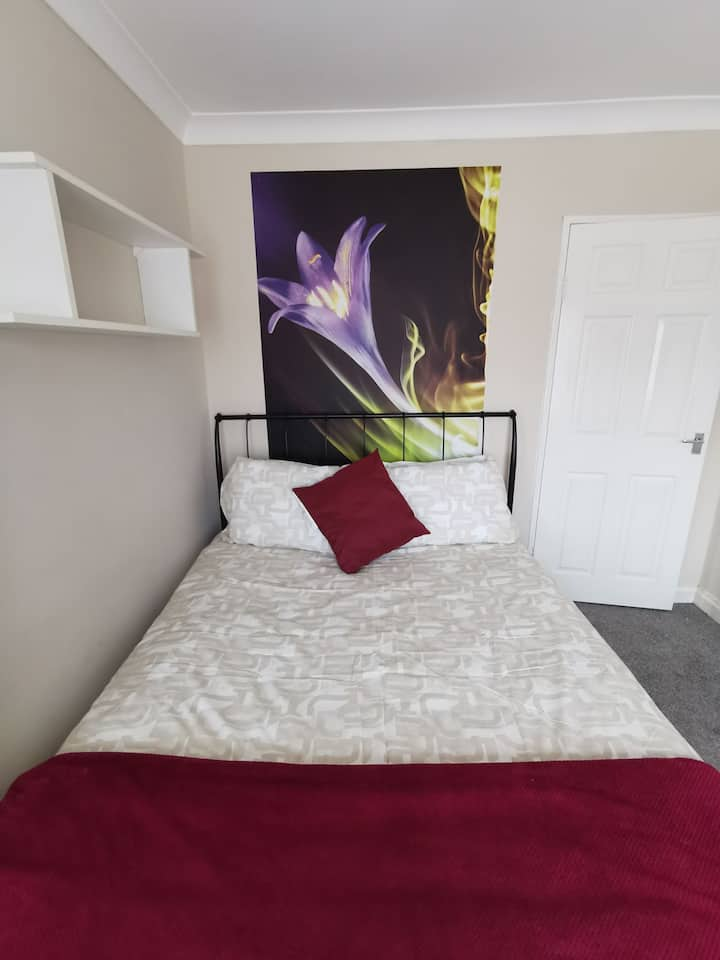 Attractive, private 2 bedrooms apartment in Exeter