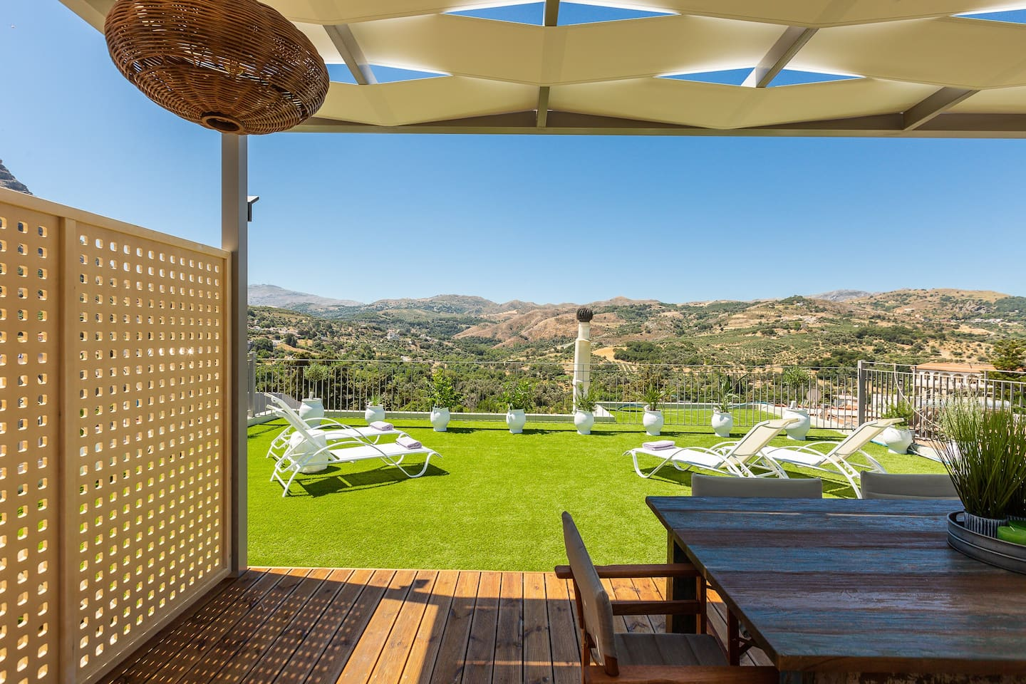 Lovely roof terrace with patio furniture, sunbeds and amazing views to the mountains.