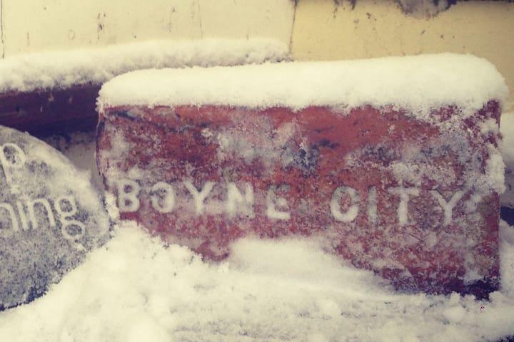 7 minutes from ski hill - sweet loft apt
