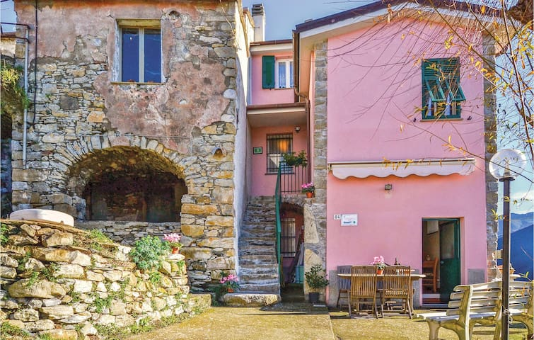 Semi-Detached with 2 bedrooms on 60m² in Ne (GE)