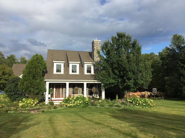 5 Bed, 5 Bath Family Home w/Pool - Mins to Track