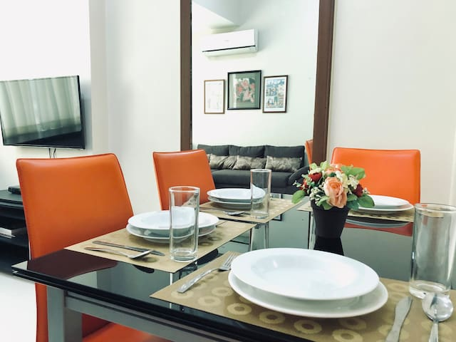1BR near Ayala | High-speed WiFi, Pool & Cable TV