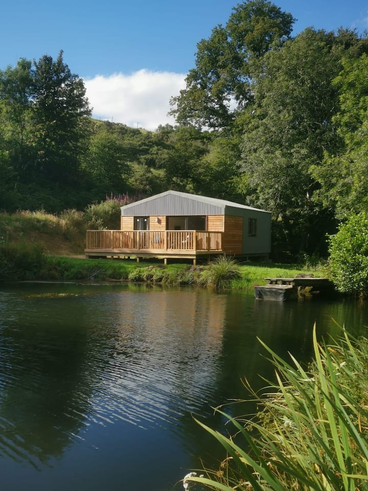 Lake House-Private Hideaway-Dogs-Fishery-Exmoor 8m