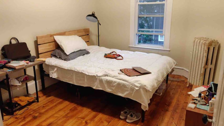 Spacious room in Maisonette close to Union Square