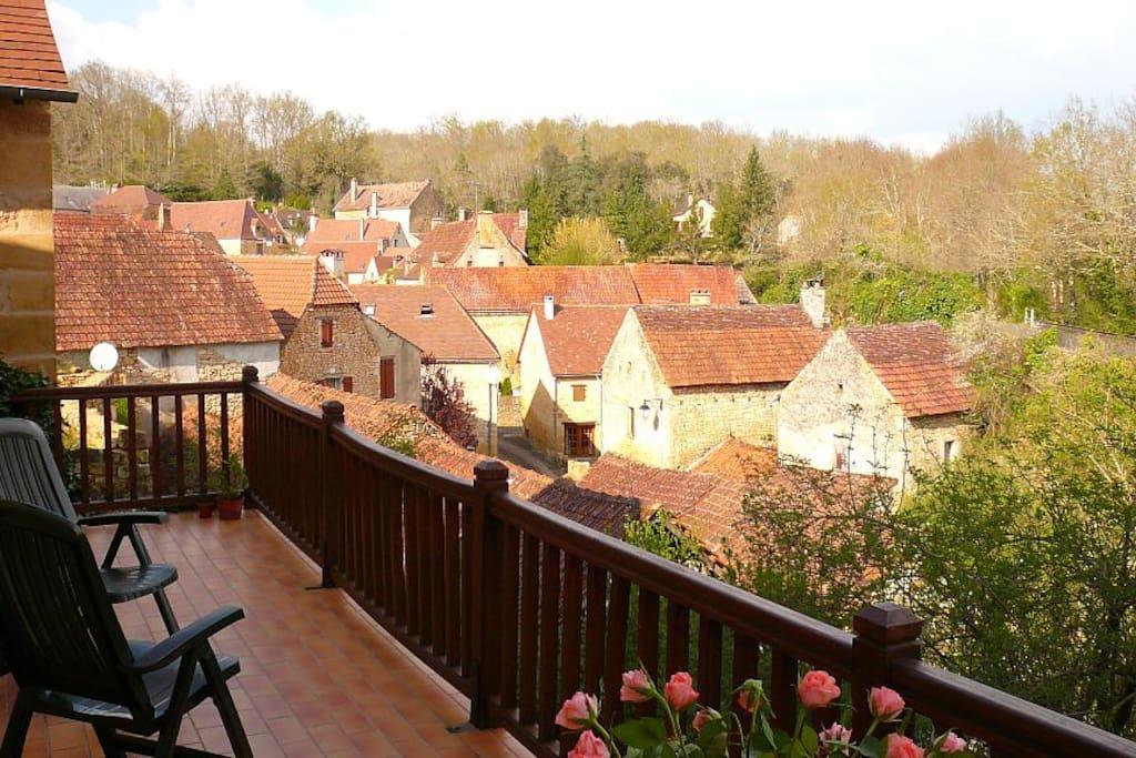 Terrasse plen sud, avec vue imprenable sur le village d'Aillac.