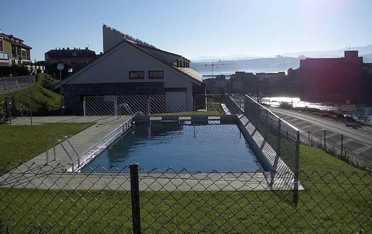 Apartamento familiar con piscina y amplio jardin