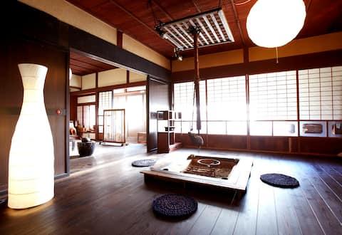 """Une auberge calme entourée de montagnes avec une cheminée fermée qui est louée comme une maison individuelle dans une auberge pittoresque """"Yamakara"""""""