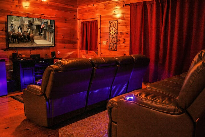 Ole Smoky Rodeo Luxury Cabin, Cinema Theatre - Sevierville - House