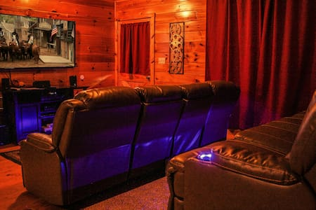 Ole Smoky Rodeo Luxury Cabin, Cinema Theatre - Sevierville - Rumah