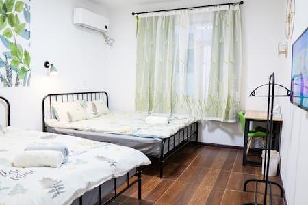 马尔康‧唐卡民宿303-双大床房可住四人| 免费停车|24H热水暖空调|独立卫浴|藏服体验|藏餐提供