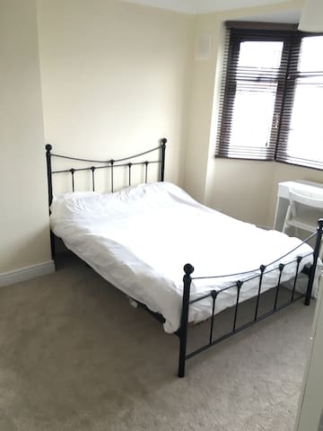 Bright semi-self contained room - 考文垂(Coventry) - 獨棟