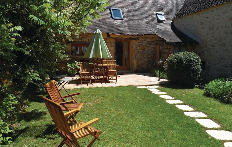 Holiday cottage with 2 bedrooms on 90m² in Groléjac Les Crouzille