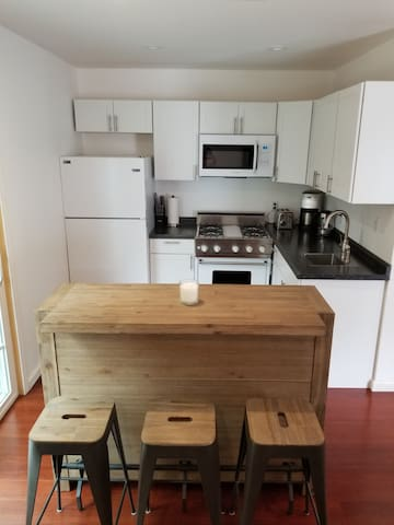 2  Bedroom  1 Bath Guesthouse-Private Entrance