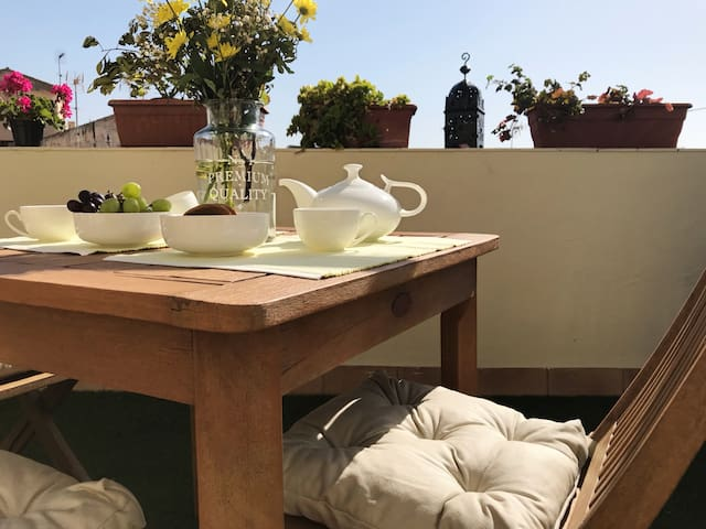 Cute room+breakfast+private terrace. Jerez centre!