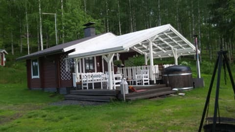 Pihlajarinteen  rantamökki ja sauna