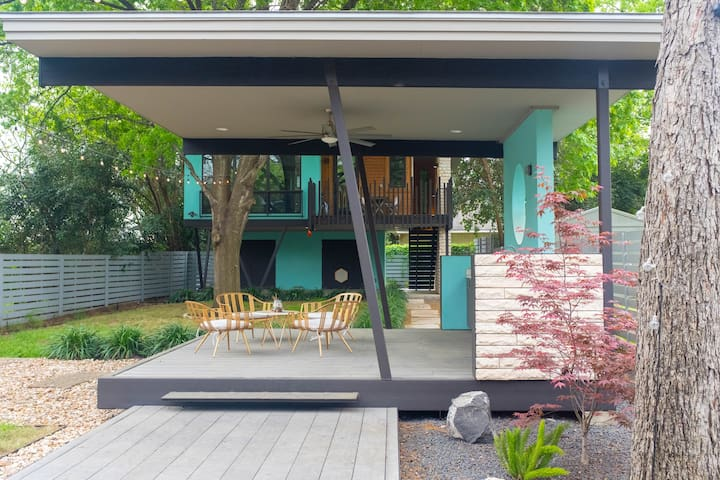 Modern and Spacious Blue Tree House