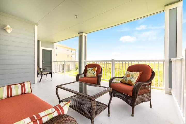 Dog-friendly, Gulf view condo w/ full kitchen, furnished balcony, & beach access