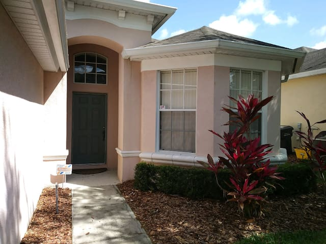 Disney Area Bedroom -BestStayB&B SuperHost-$30 MCO - Davenport - Talo