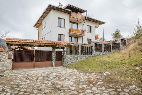 Cozy Luxurious Apartment next to Borovets and Rila