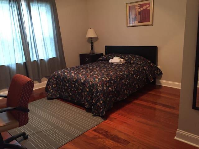 2840-8 Vibrant Room w/ Private Bath