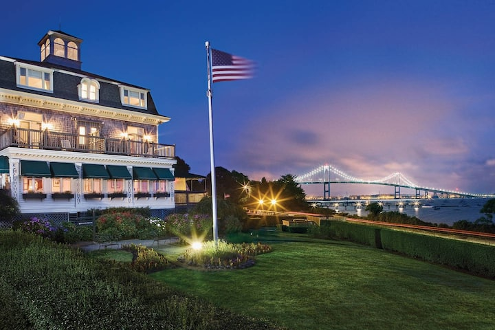4th of July Condo with Newport Bay Views onsite