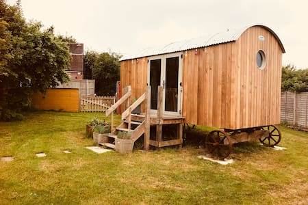 The Orchard Shepherd's Hut, Appleshaw, SP11