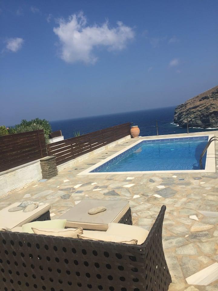 Κυκλαδίτικη μεζονέτα με πισίνα και απεριόριστη θέα