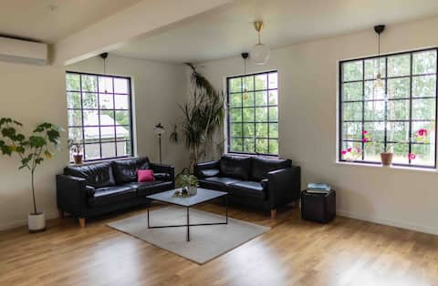 Roomy Apartment Close to Forest and City