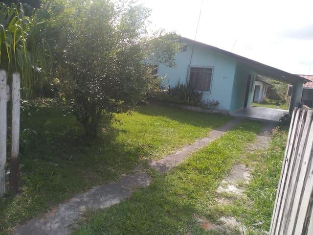 Casa simples com boa localização