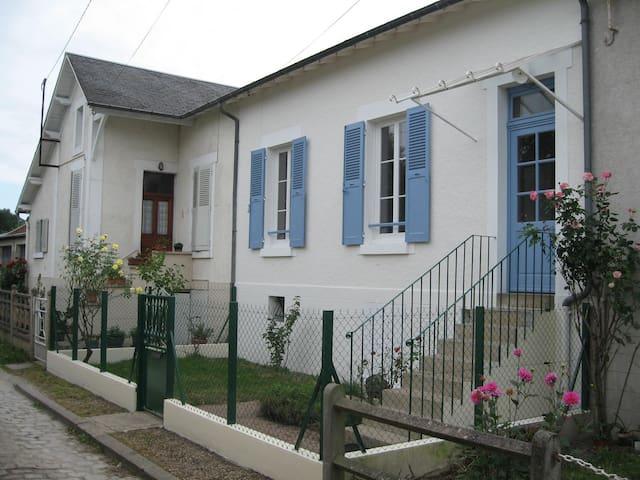 La petite maison - Saint-Doulchard - Adosado
