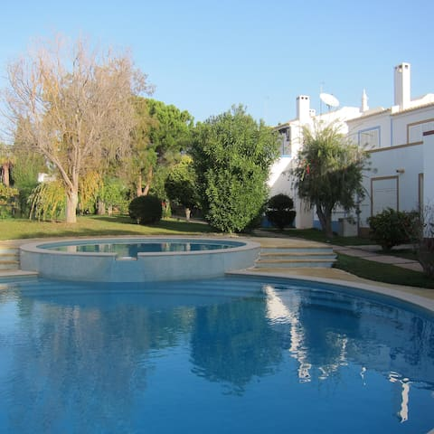 Town house T3 with pool, 3 min to beach