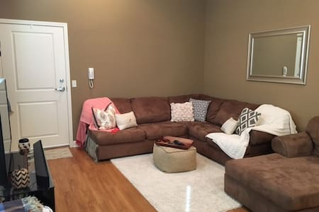 Luxury Apartment Located in Cherry Hill Village - Columbia