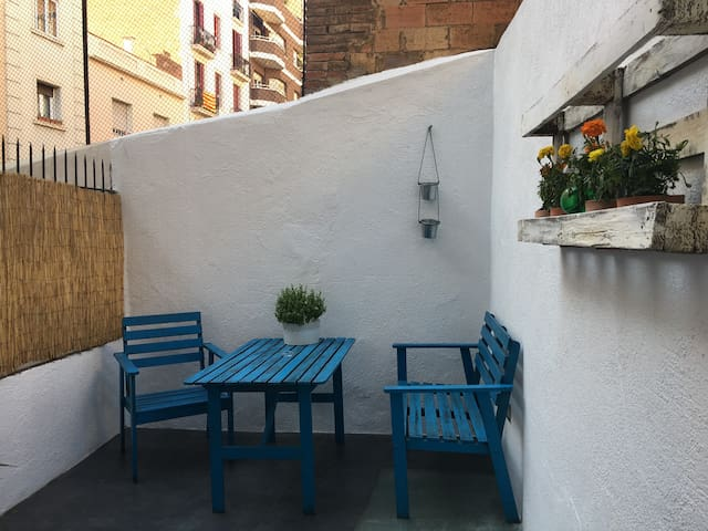 Cosy flat with terrace located in charming Gracia