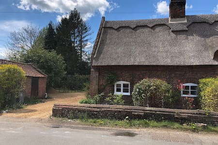 Beautiful 18th Century Thatched Cottage