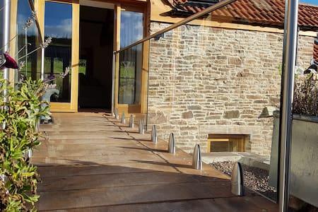 New Court Cottages: Yaffle Barn