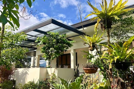 Spacious hilltop villa w/ panoramic views - Lucban
