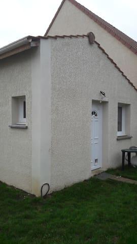 Studio Spacieux et Indépendant pour 1, 2 ou 3 pers - Orsay