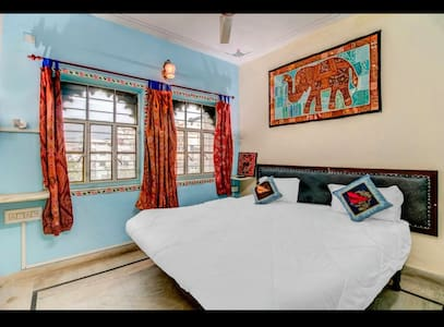Budget room for Backpacker in Hanuman Ghat 1