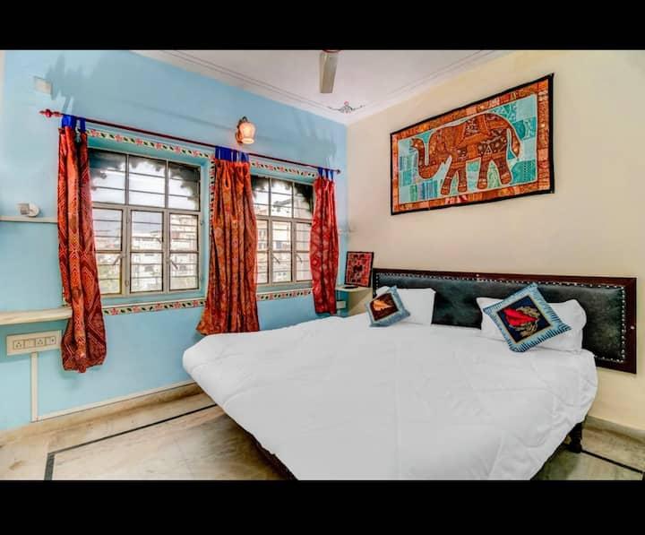 Budget room for Backpacker in Hanuman Ghat 1