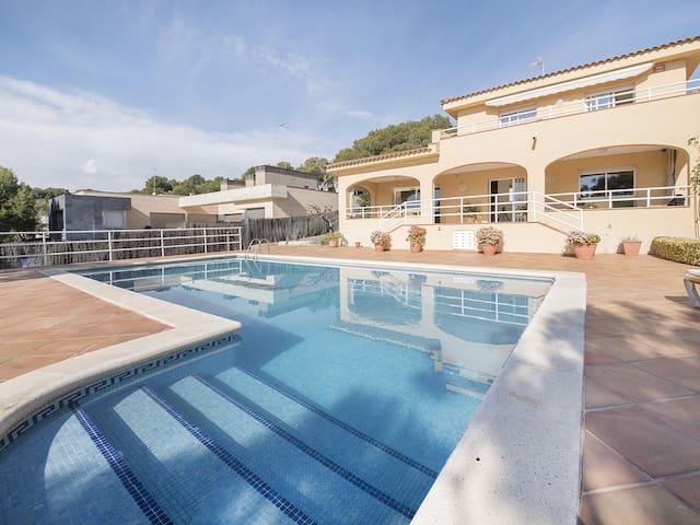 Beautiful villa 400m from the beach