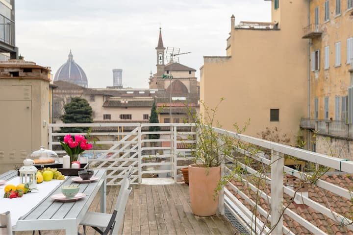 Quiet downtown apt with private stunning terrace