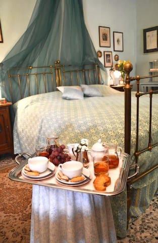 "Mini-suite floreale con vista ""Melissa"""
