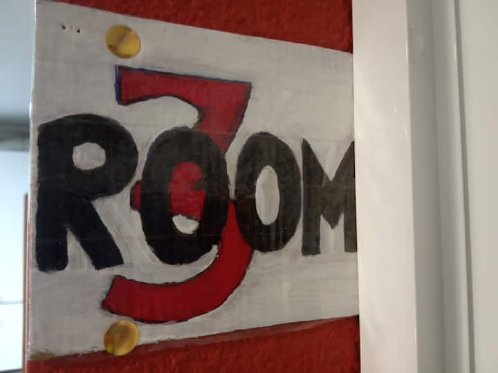 Room  3: Litera ( 2 Single beds, bunk)