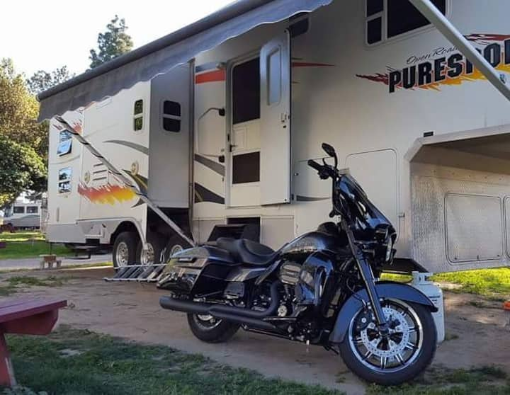 Furnished 39'x10' 5th wheel camper w/3 slide-outs