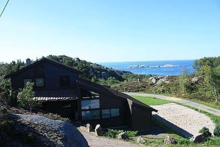 Hytte v/sjøen, basseng boblebad båt - Lyngdal